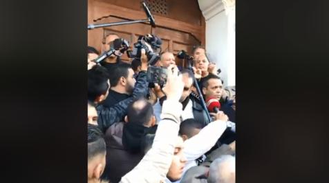 La Grande Poste: Bengrina donne le coup d'envoi de sa campagne électorale, une manifestation contre l'élection présidentielle