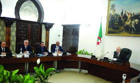 Conseil des ministres : Découpage territorial, transport public et sécurité, des projets de loi par temps de crise