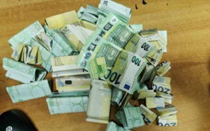 Aéroport d'Alger: saisie de 107.000 euros dissimulés dans des chaussures