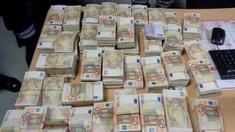 Saisie d'importantes sommes en devises à l'Aéroport d'Alger