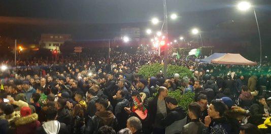 À moins de 24h du scrutin, des milliers de manifestants investissent la rue à Béjaïa