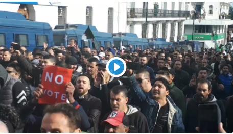 🔴 Vidéo | La grande poste fourmille de manifestants