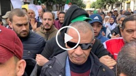 Bengrina chassé par des manifestants à Alger