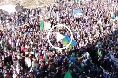 Vidéo | Marée humaine à Kharrata pour la célébration du premier anniversaire du Hirak
